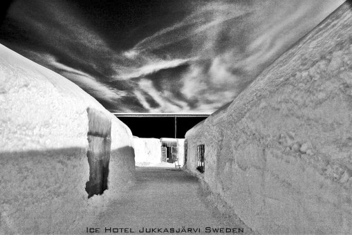 Ice-hotel-BW-2009-adj2